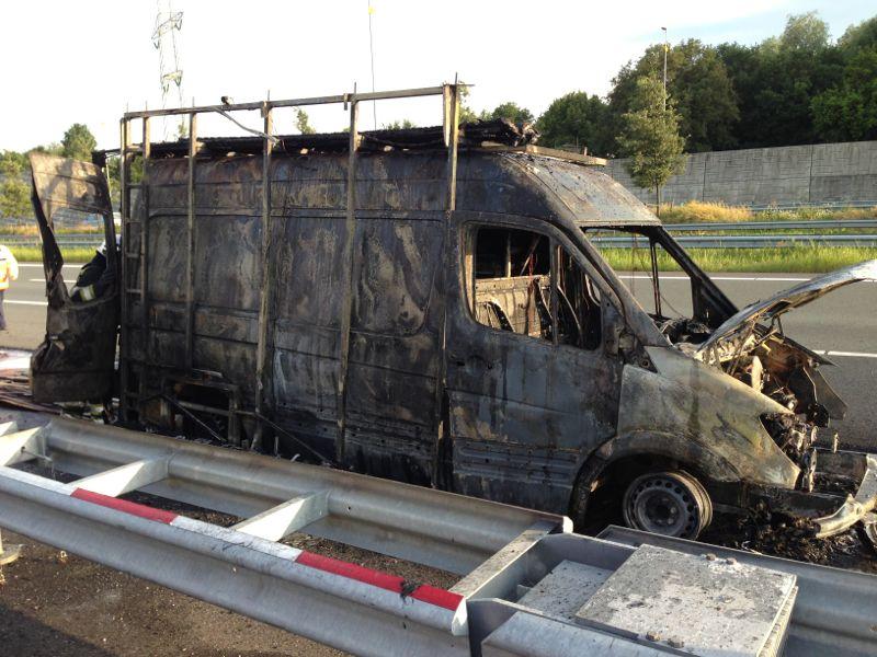 Busje uitgebrand